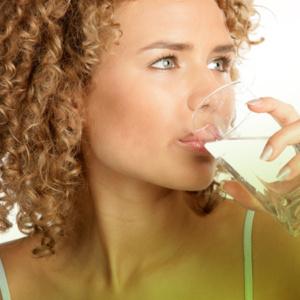 Beber água demais faz mal e pode até matar