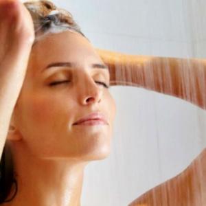 10 motivos para tomar banho frio