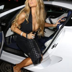 Descubra quanto calça Paris Hilton!