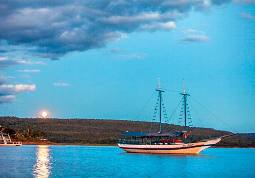 Pôr do sol no Lago Corumbá, em Caldas Novas. oto: Secretaria de Turismo de Caldas Novas.
