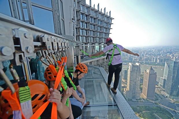 Ponte de vidro no terceiro maior arranha-céu da China