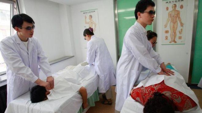 Descubra qual é o país onde só cegos podem ser massagistas profissionais