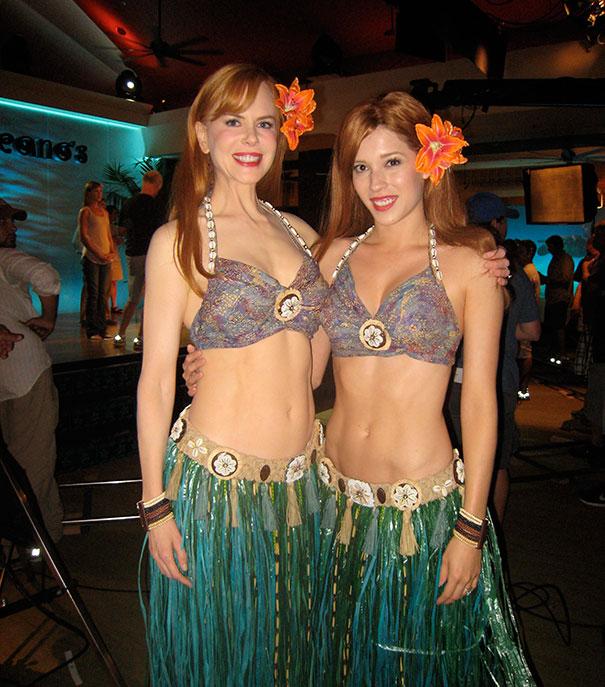 Nicole Kidman e Alicia Vela-Bailey em Esposa de Mentirinha