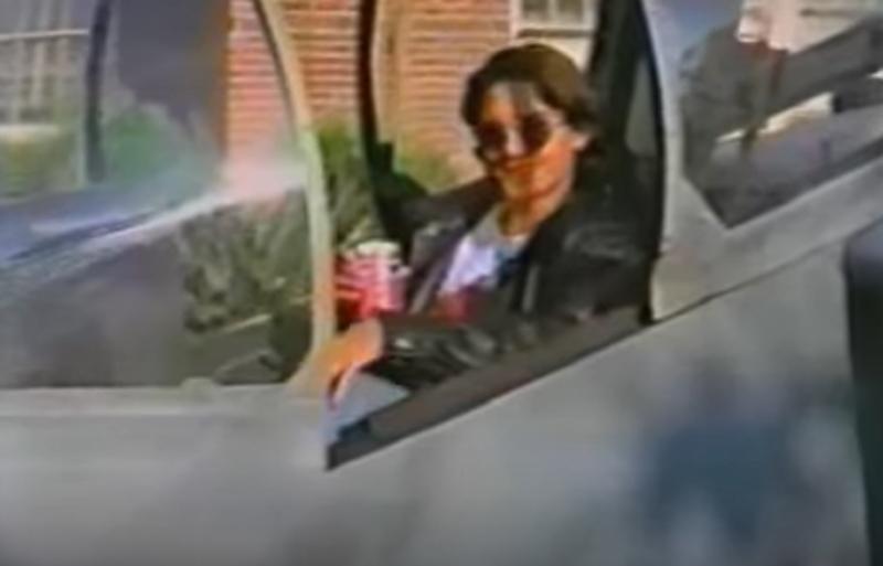 Relembre a maluca promoção da Pepsi que prometia dar um avião caça em 1995