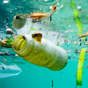 Conheça a tecnologia que usa drones para recolher lixo dos oceanos