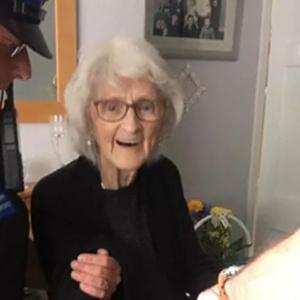"""Presa aos 93 anos, idosa realiza um de seus """"últimos desejos da vida"""""""