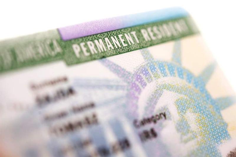 Está pensando em mudar-se para os Estados Unidos e quer entender como funciona para tornar-se um verdadeiro cidadão americano antes de embarcar? Uma das formas de conseguir o seu Green Card é aplicar para o visto EB-5, destinado a investidores imigrantes.