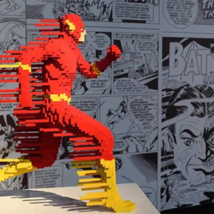 Uma exposição que exibe heróis e vilões da DC feitos de Lego em São Paulo