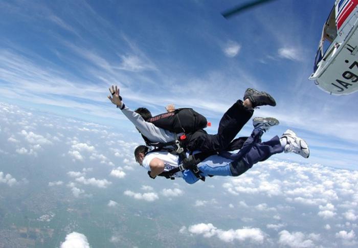 Qual a idade liberada para saltar de paraquedas?