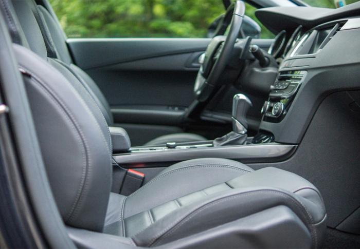 10 coisas que não devem ser deixadas no interior do carro