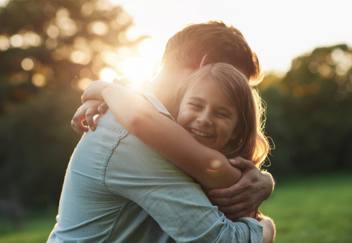 O poder tranquilizador de um abraço contra a ansiedade