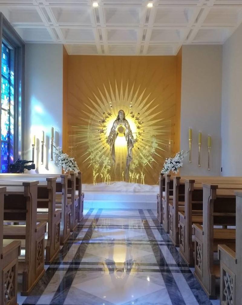 Altar para a oração pela paz na Basílica de Niepokalanów