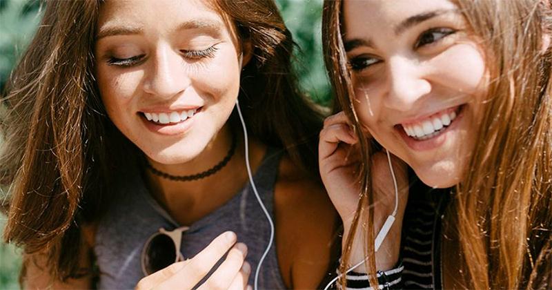 dividindo fone de ouvido