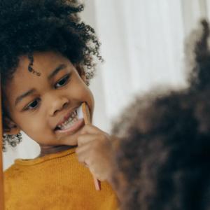Conheça a composição química dos cremes dentais e como eles ajudam de fato na saúde bucal