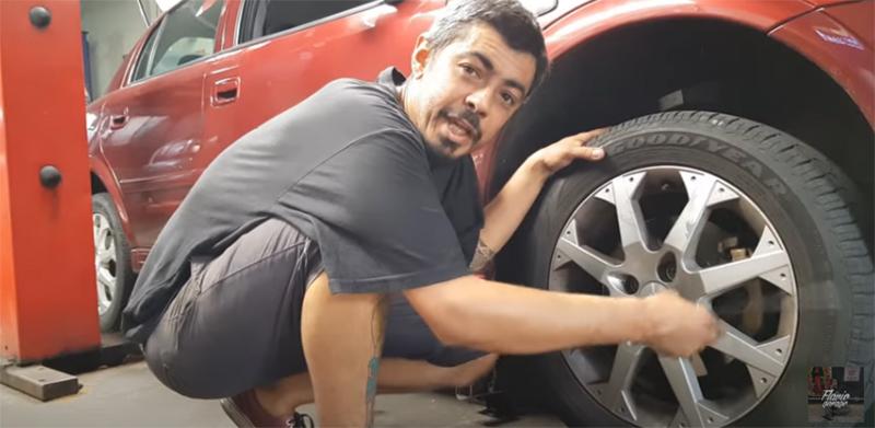 aprenda a trocar o pneu do carro