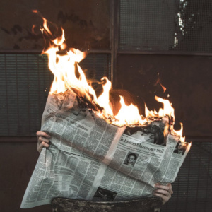 As fake news existiam antes da internet e a mídia tradicional também espalha notícias falsas