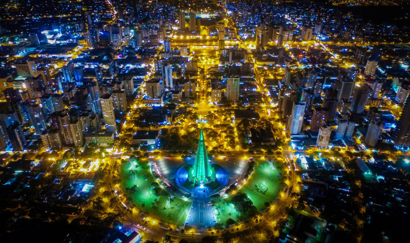 Vista aérea noturna de Maringá - PR