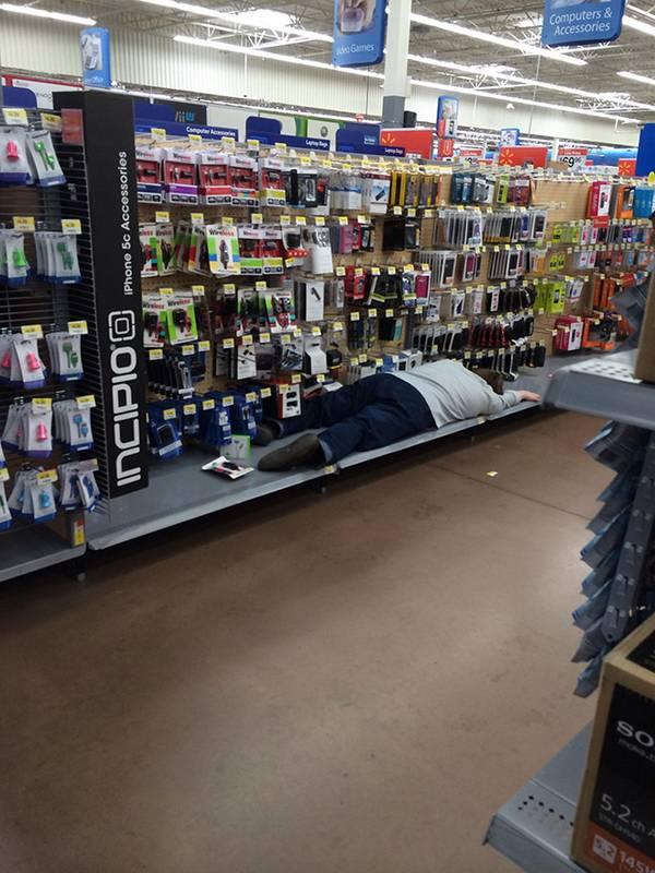reposição de produtos no supermercado